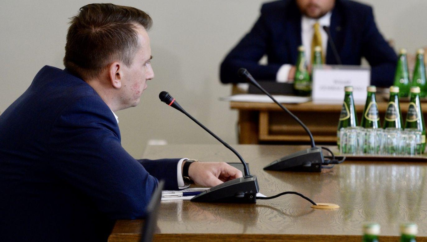 Były prezes Finroyal, parabanku działającego w czasie funkcjonowania Amber Gold, Andrzej K. (L) zeznaje przed sejmową komisją śledczą ds. Amber Gold (fot. arch.PAP/Jacek Turczyk)