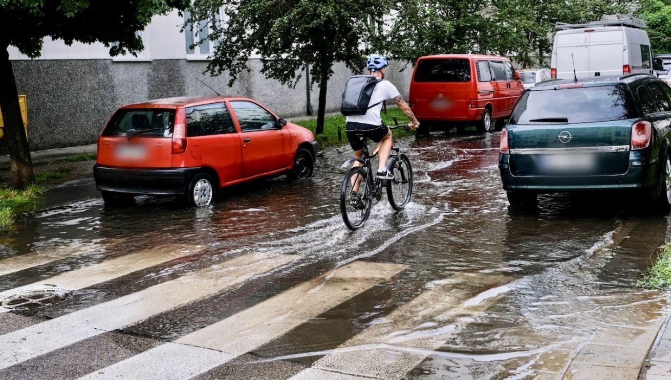 Gwałtowne opady mogą wpłynąć na pogorszenie sytuacji hydrologicznej w części kraju (fot. PAP/Mateusz Marek)