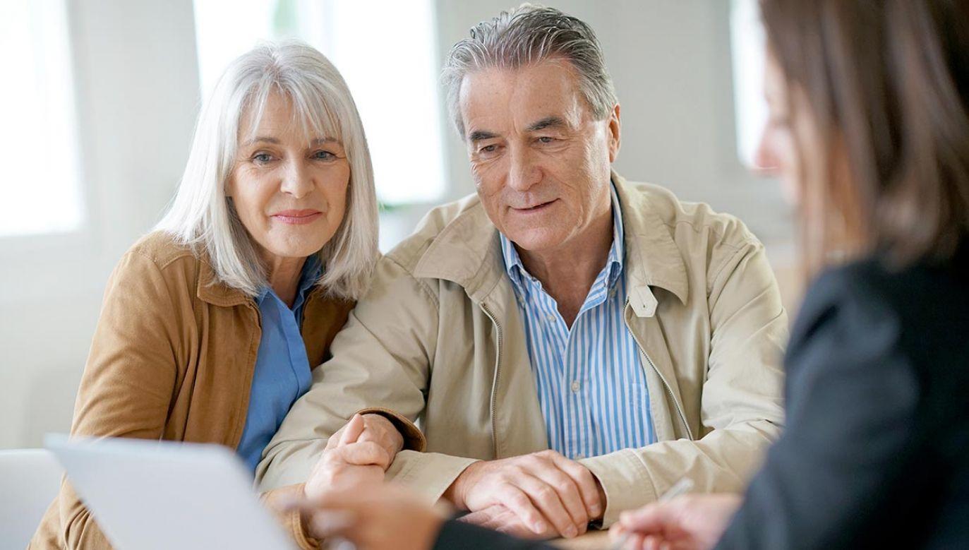 Emeryci otrzymają większe świadczenia (fot. Shutterstock/goodluz)