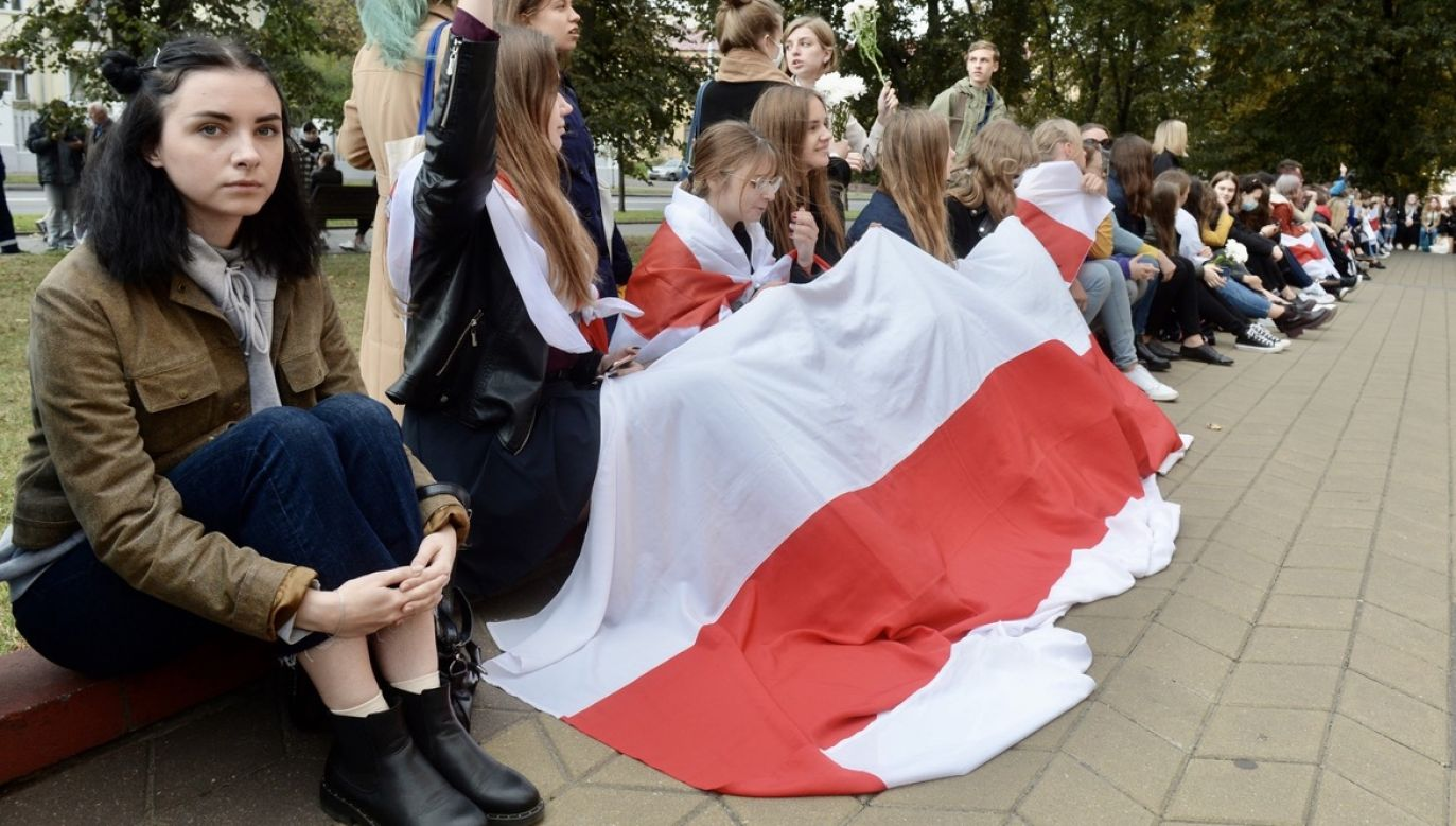 Corocznie około 150 absolwentów liceum przystępuje do egzaminu maturalnego z języka białoruskiego (fot. PAP/EPA/STRINGER)