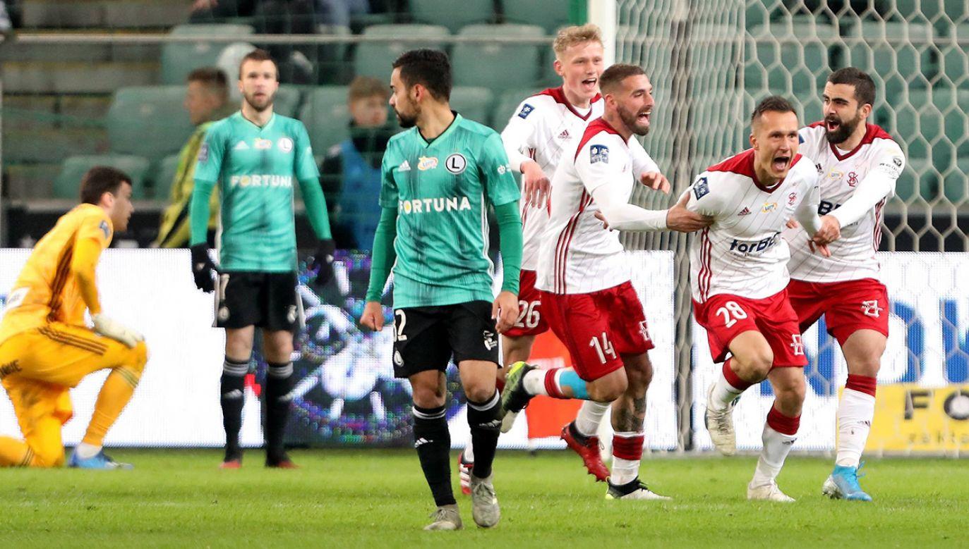 Od sezonu 2021/2 w najwyższej klasie rozgrywek będzie występowało osiemnaście zespołów (fot. arch. PAP/Leszek Szymański)