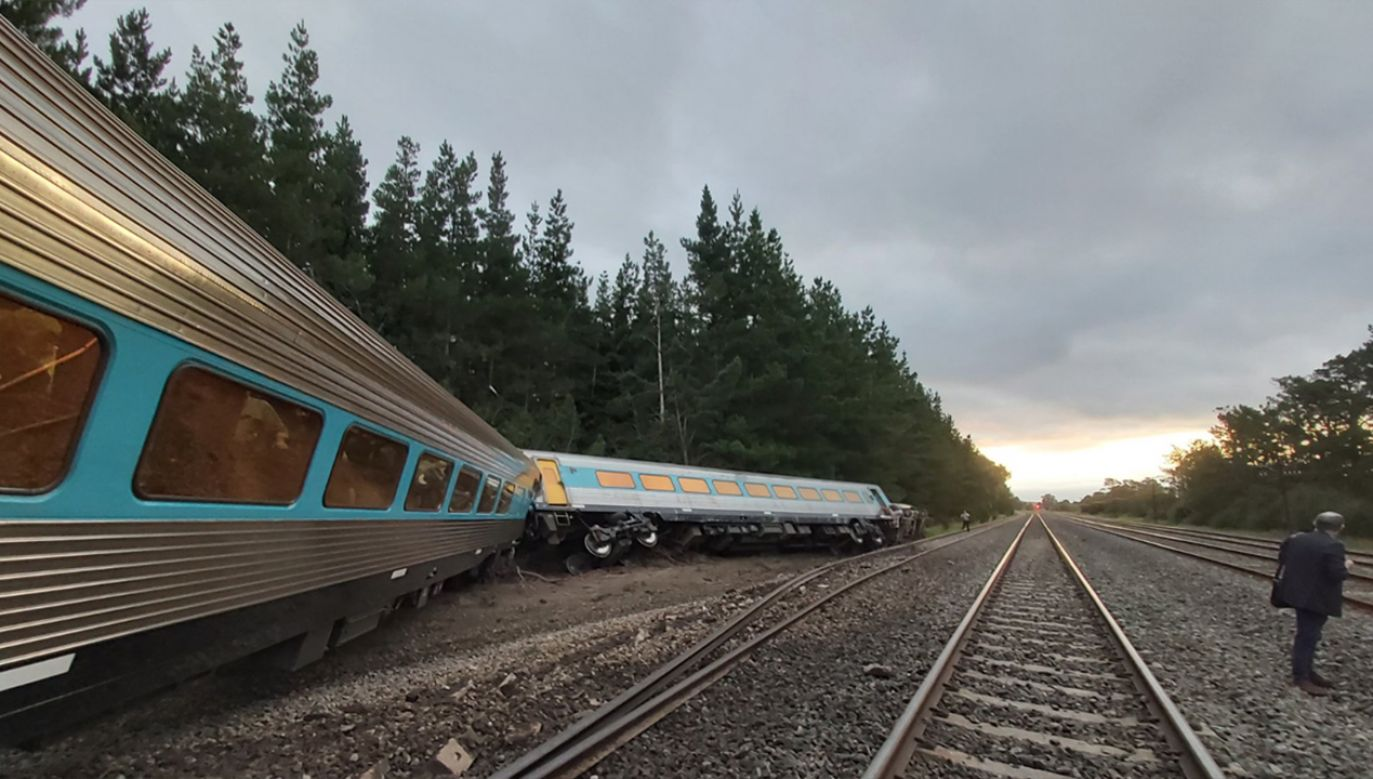 Z powodu wykolejenia się pociągu w stanie Wiktoria zginęły dwie osoby (fot. tt/@Rickard_Scott)