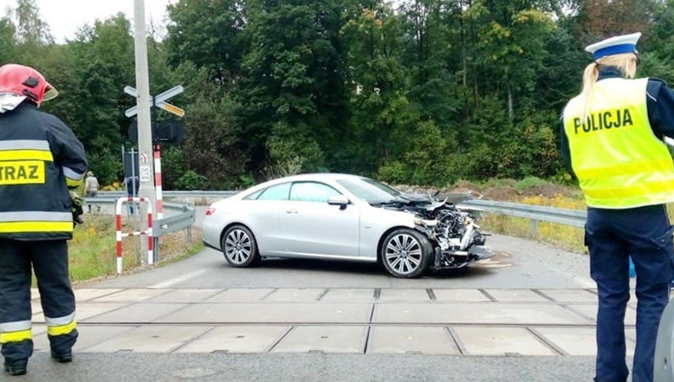 Do wypadku doszło na niestrzeżonym przejeździe kolejowym w Zembrzycach (fot. Facebook/Ochotnicza Straż Pożarna w Zembrzycach)