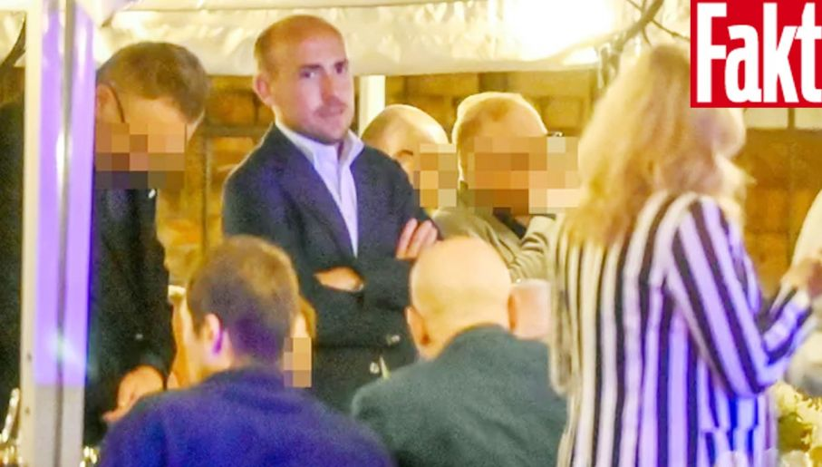 Borys Budka na urodzinach dziennikarza Roberta Mazurka (fot. FAKT)