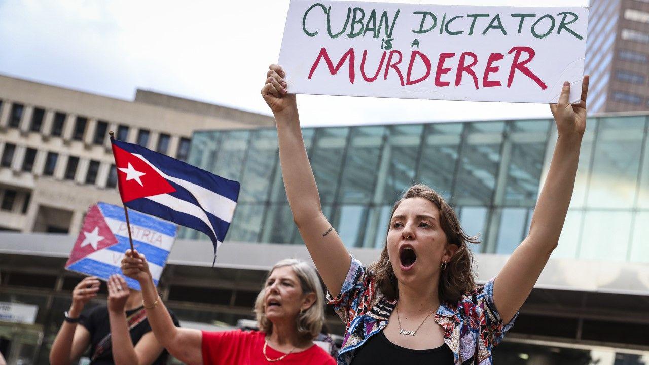 Demonstracja poparcia dla Kubańczyków w Bostonie (fot. Erin Clark/The Boston Globe via Getty Images)