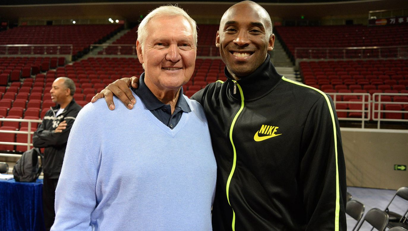 Jerry West i Kobe Bryant – legendy koszykarskiej ligi NBA (fot. Andrew D. Bernstein/NBAE via Getty Images)