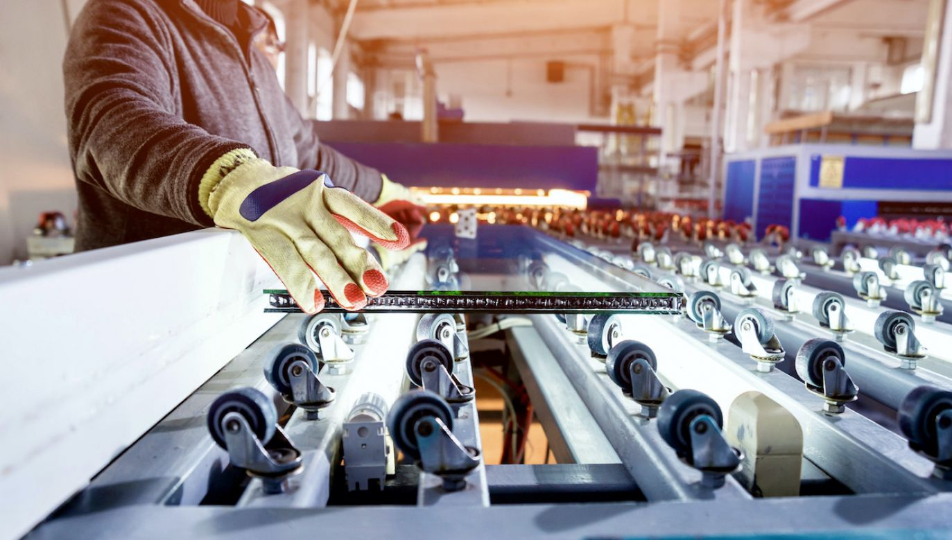 Minister zwrócił się do przedsiębiorców z prośbą o kolejne zgłoszenia (fot. Shutterstock/Roman Zaiets)