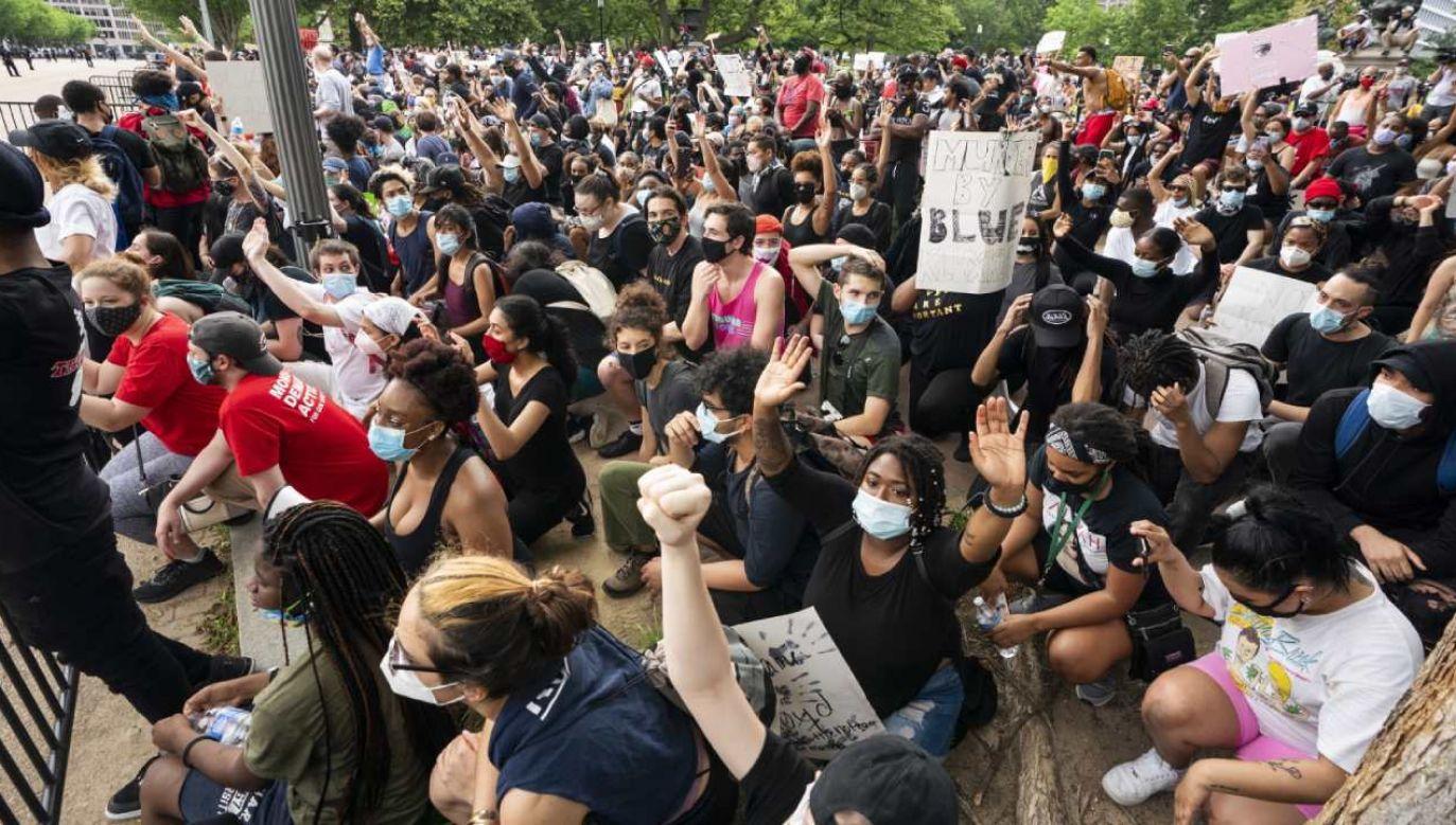 Manifestacja w Waszyngtonie w okolicach Białego Domu (fot.  EPA/CJ GUNTHER )