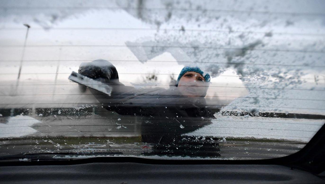 IMGW zaleca ostrożność i śledzenie komunikatów o pogodzie (fot. PAP/Marcin Bielecki)