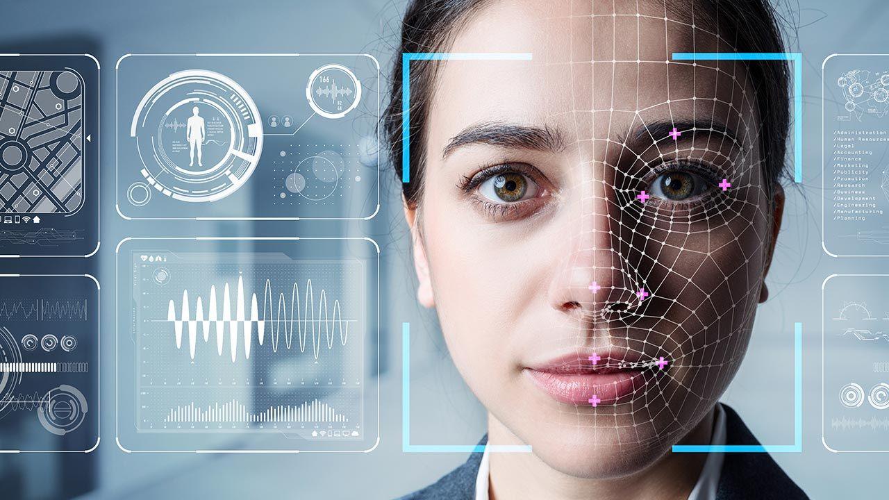 Osobowość łatwiej maszynom wyczytać z twarzy kobiet niż mężczyzn (fot. Shutterstock/metamorworks)
