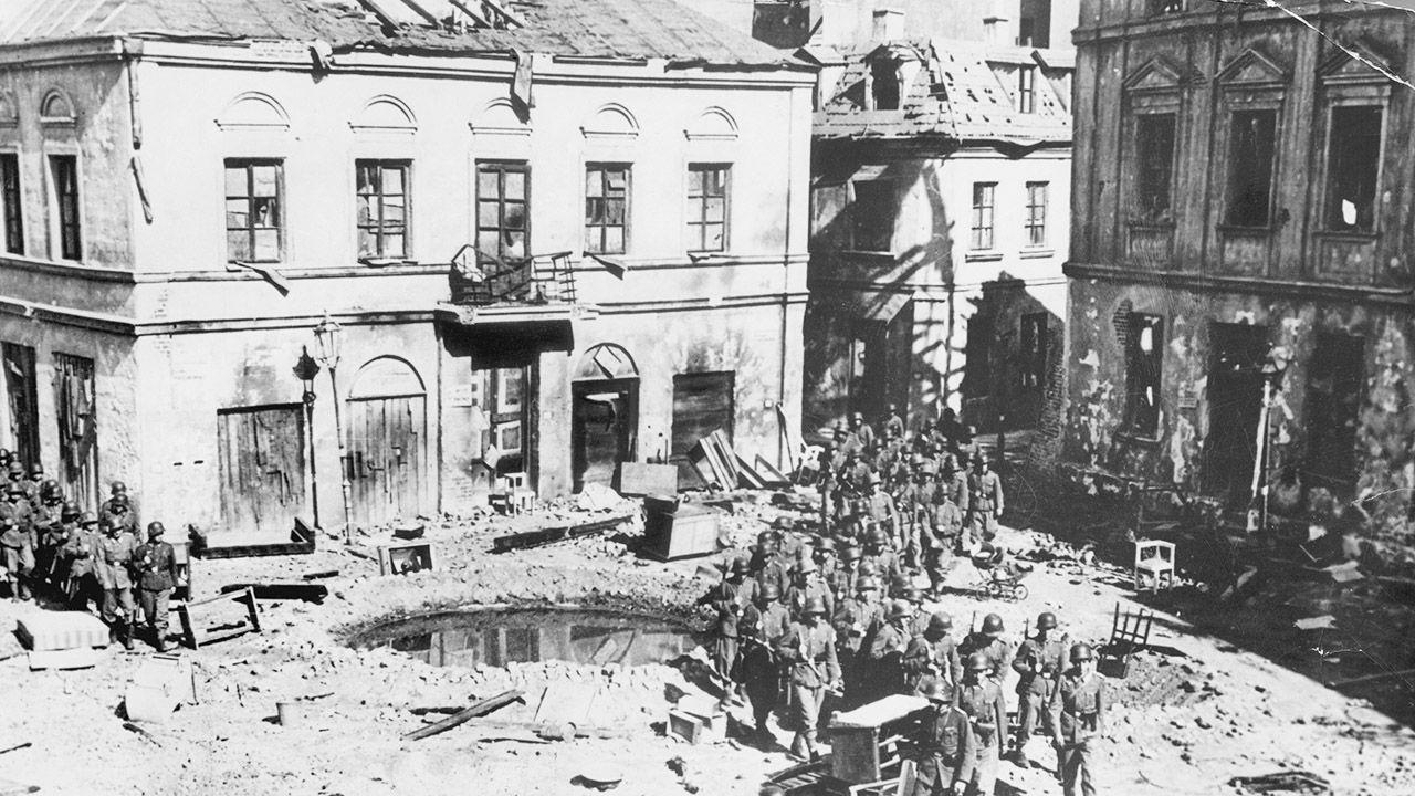 Dwaj historycy niemieccy uznają polskie reparacje wojenne za zasadne (fot. Bettmann/Getty Images)