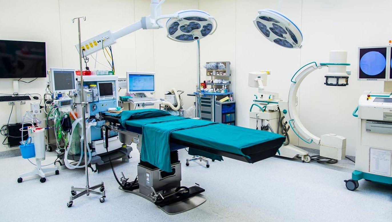 W ostatnim czasie zarażenie koronawirusem potwierdzono u kilkunastu pacjentów szpitala (fot.Shutterstock/ Peter Porrini, zdjęcie ilustracyjne)