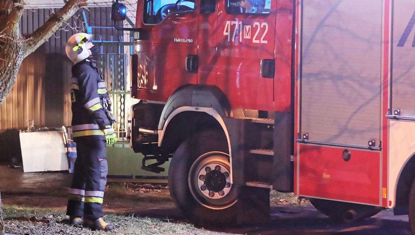 Straż pożarna interweniowała kilkadziesiąt razy (fot. PAP/Tomasz Gzell; zdjęcie ilustracyjne)